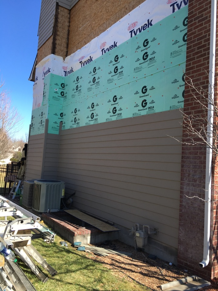 Wichita, KS - Everlast siding. Tyvek house wrap. Green Gard drainage board.
