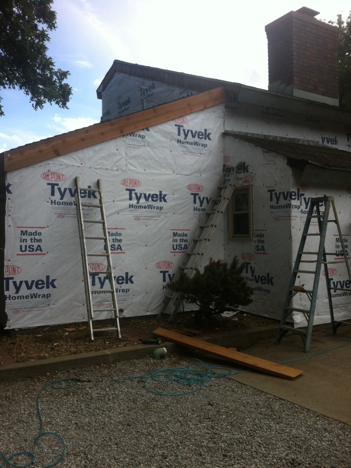 Valley Center, KS - Near vally center and starting a really BIG LP Duocolor siding job....Tyvek going up now.....