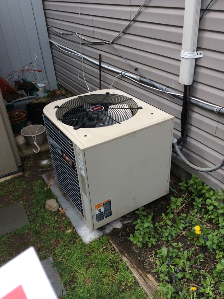 Paramus, NJ - PERFORM MAINTENANCE ON A LENNOX AIR CONDITIONING SYSTEM