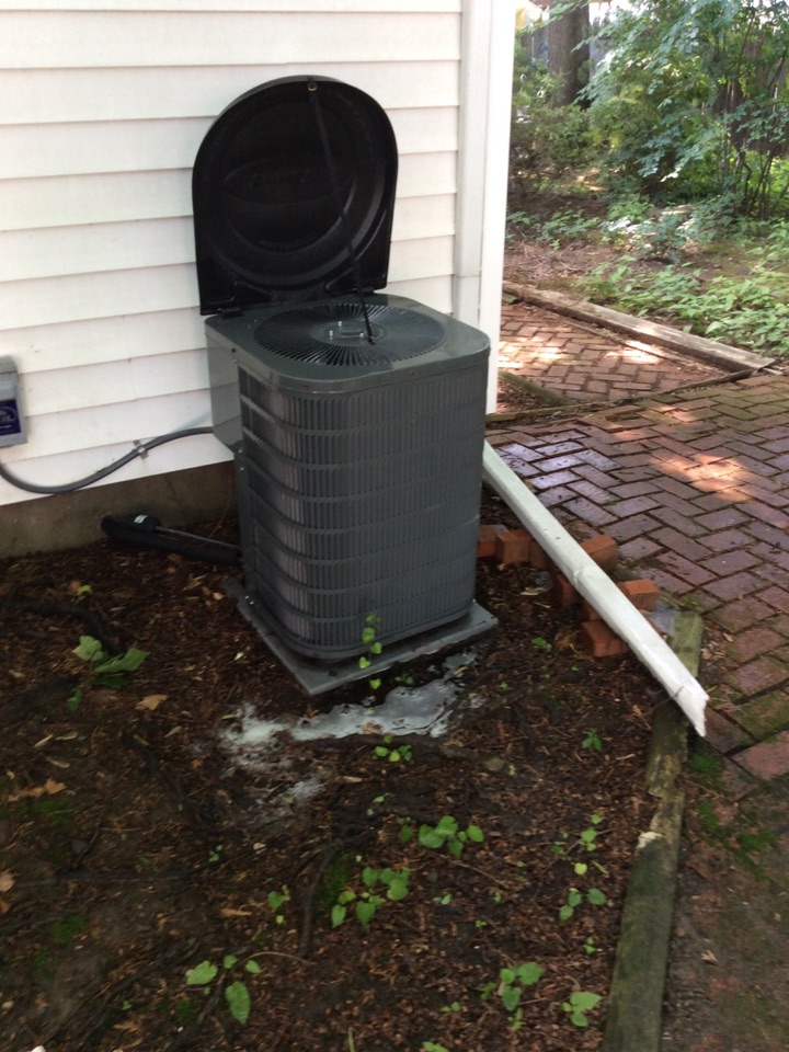 Parsippany-Troy Hills, NJ - PERFORM MAINTENANCE ON A GOODMAN AIR CONDITIONING SYSTEM