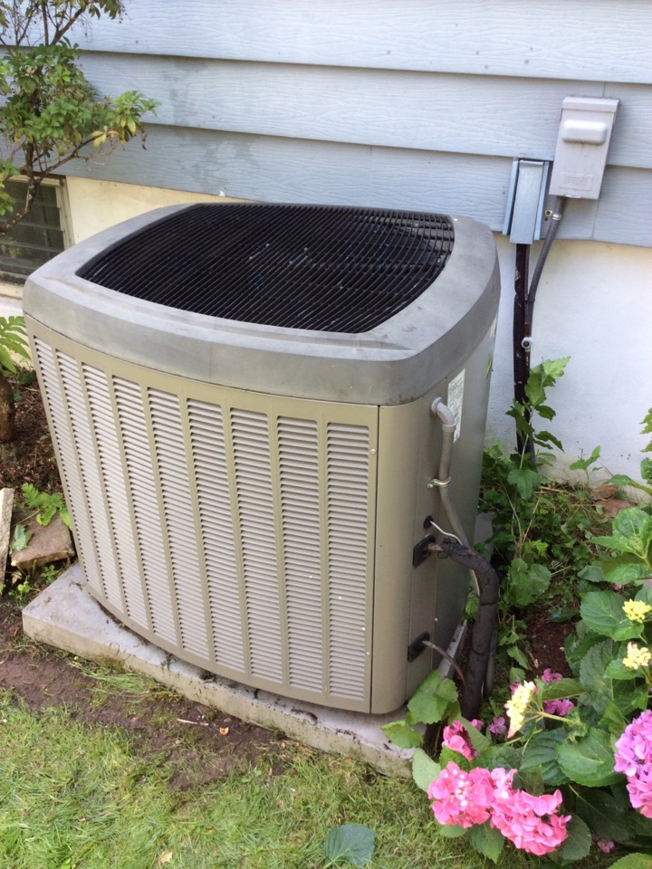 Glen Rock, NJ - PERFORM MAINTENANCE ON A LENNOX AIR CONDITIONING SYSTEM