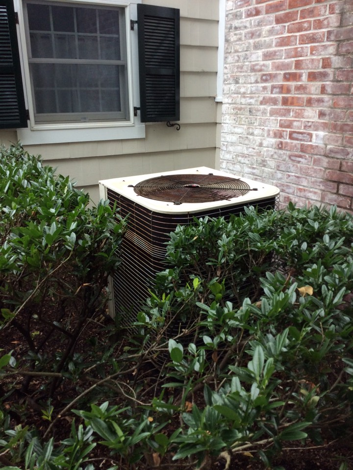 Waldwick, NJ - Performed maintenance on LENNOX AC system.