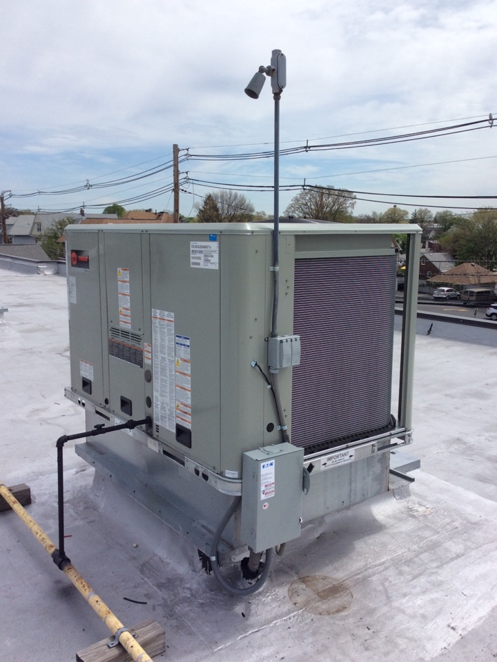 Clifton, NJ - Install 5 ton Trane heating/cooling rooftop unit