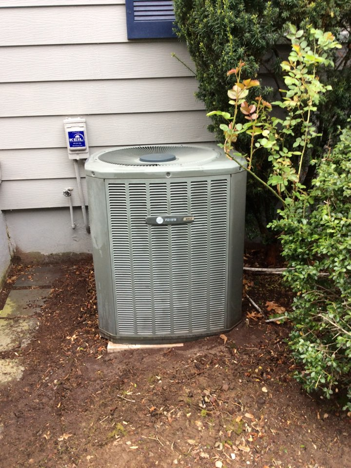 Montclair, NJ - PERFORM 20 POINT PERCISION TUNEUP ON A TRANE AIR CONDITIONING SYSTEM AND INSTALL NEW APRILAIRE #401 MEDIA FILTER