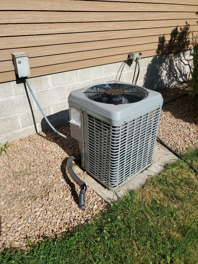 Isanti, MN - Tune up on luxaire air conditioner