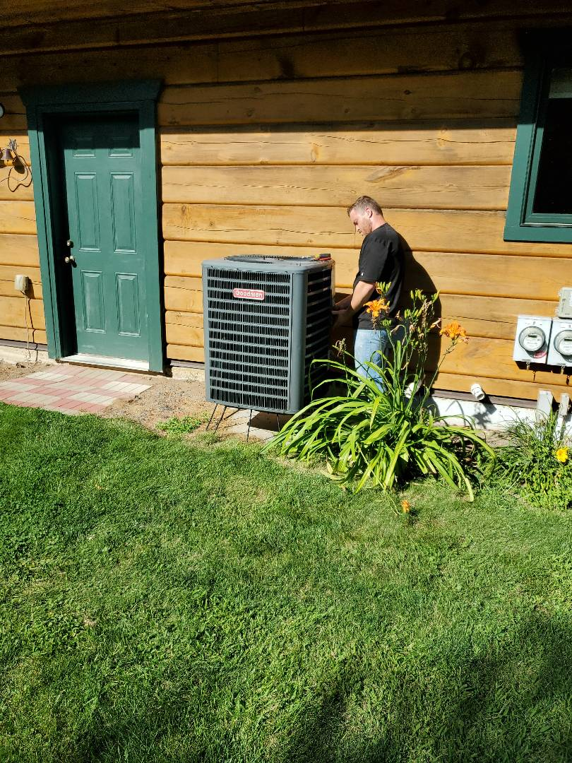 Stanchfield, MN - Tune up on Goodman Heat Pump