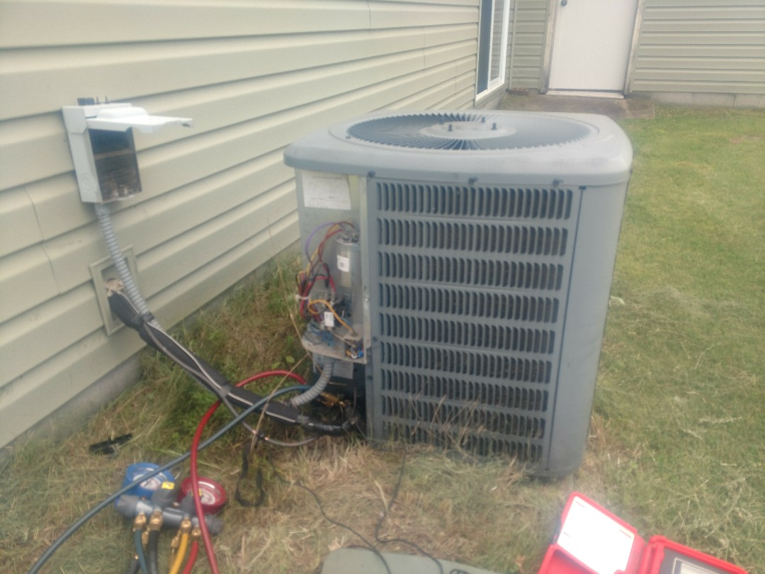 North Branch, MN - AC service call. Repair on Goodman air conditioner.