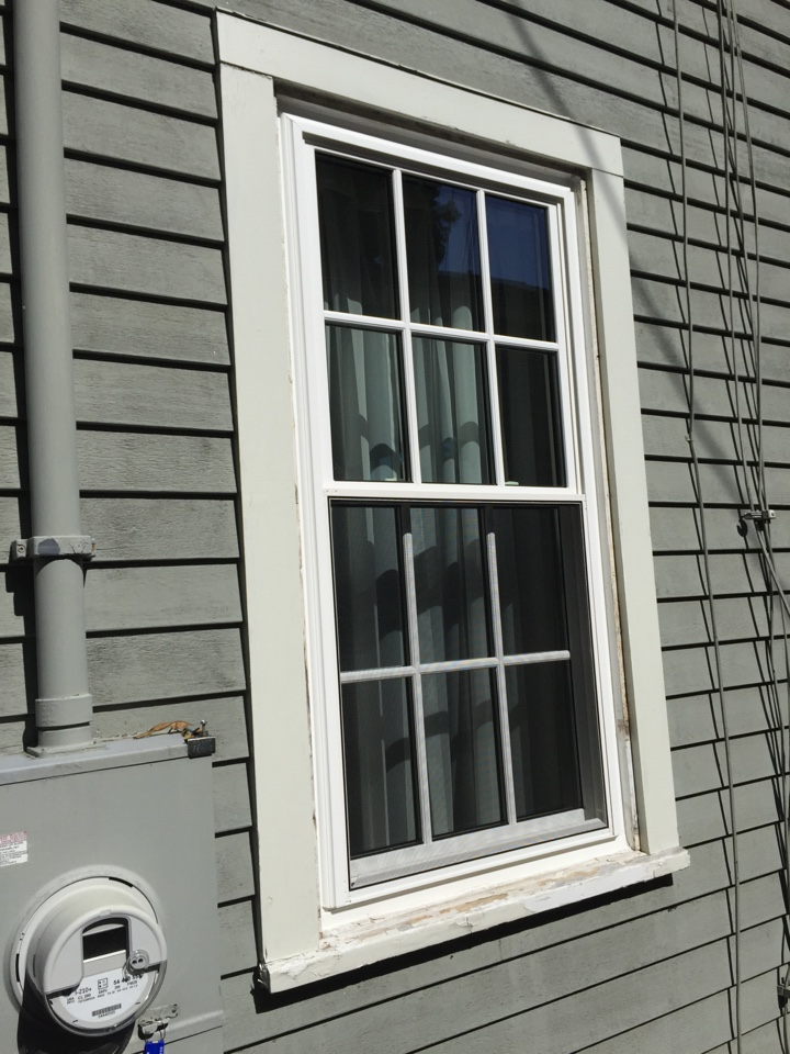 Marblehead, MA - Checking on a recently completed sunrise vanguard series vinyl double hung replacement window job that has simulated divided lite SDL high definition grids.  Looks awesome