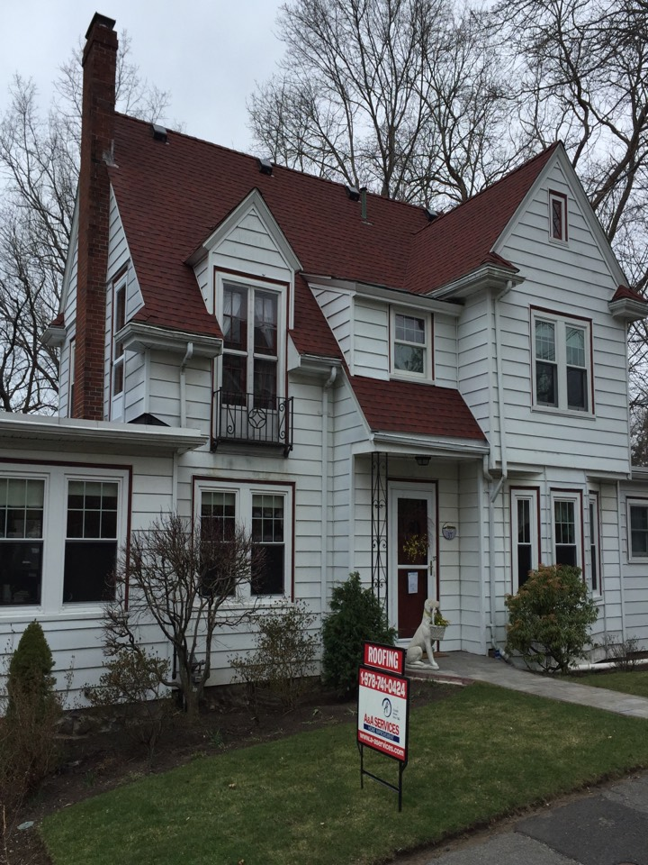 Marblehead, MA - Just checked the finished product of an architectural asphalt roof we finished yesterday In Marblehead. Looks good and customer is happy.