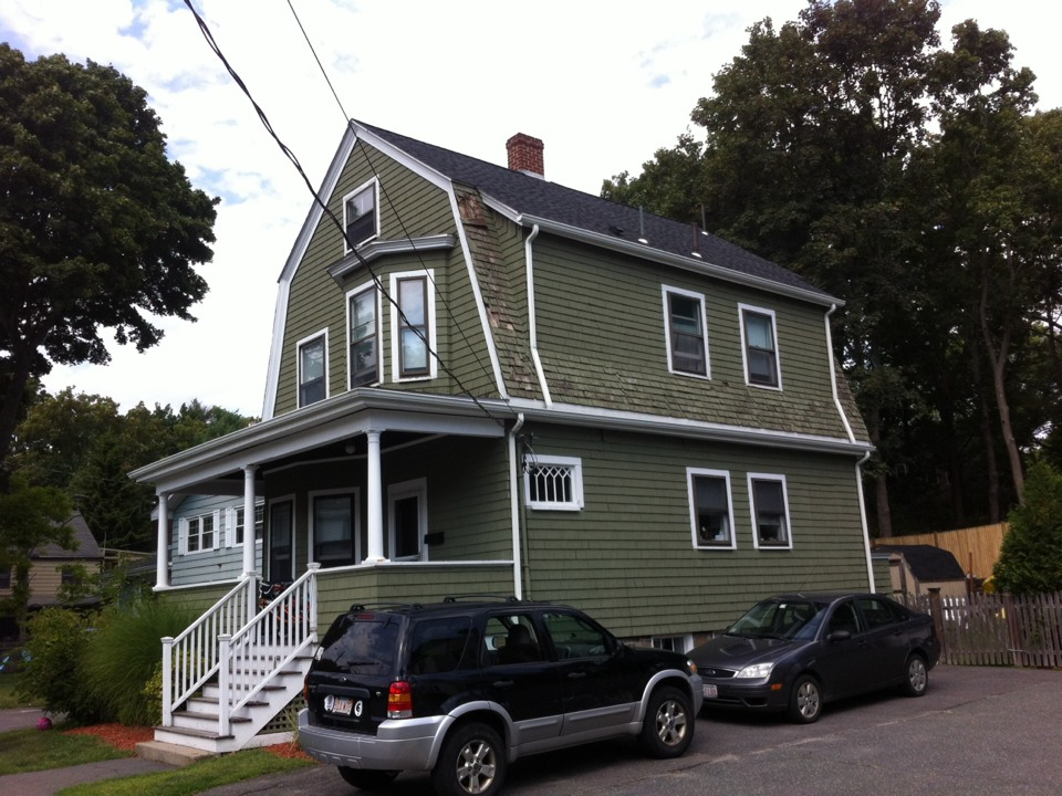 Swampscott, MA - Estimating afull house vinyl siding job in addition to roofing lower parts of gambrel roof that were done with wood shingles and failed. I'm Swampscott ma