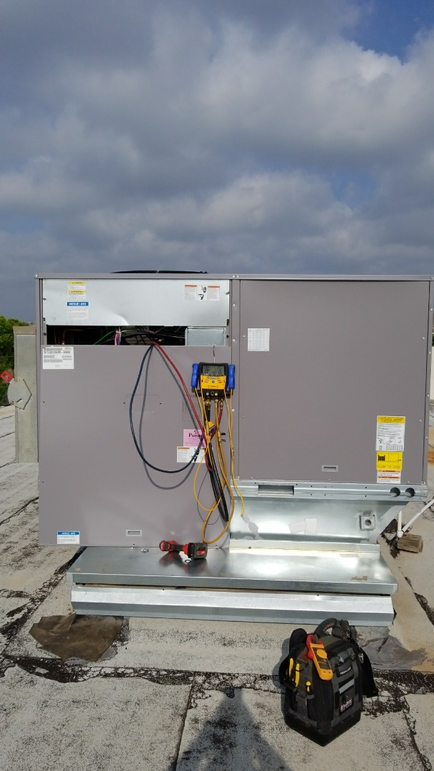 Canyon, TX - Checking Bryant rooftop unit!
