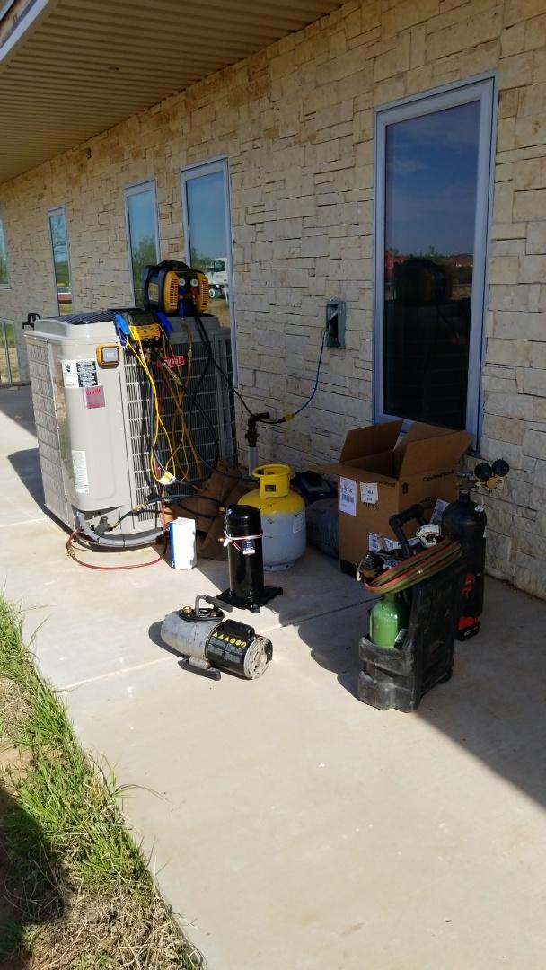 Amarillo, TX - Replacing compeessor!