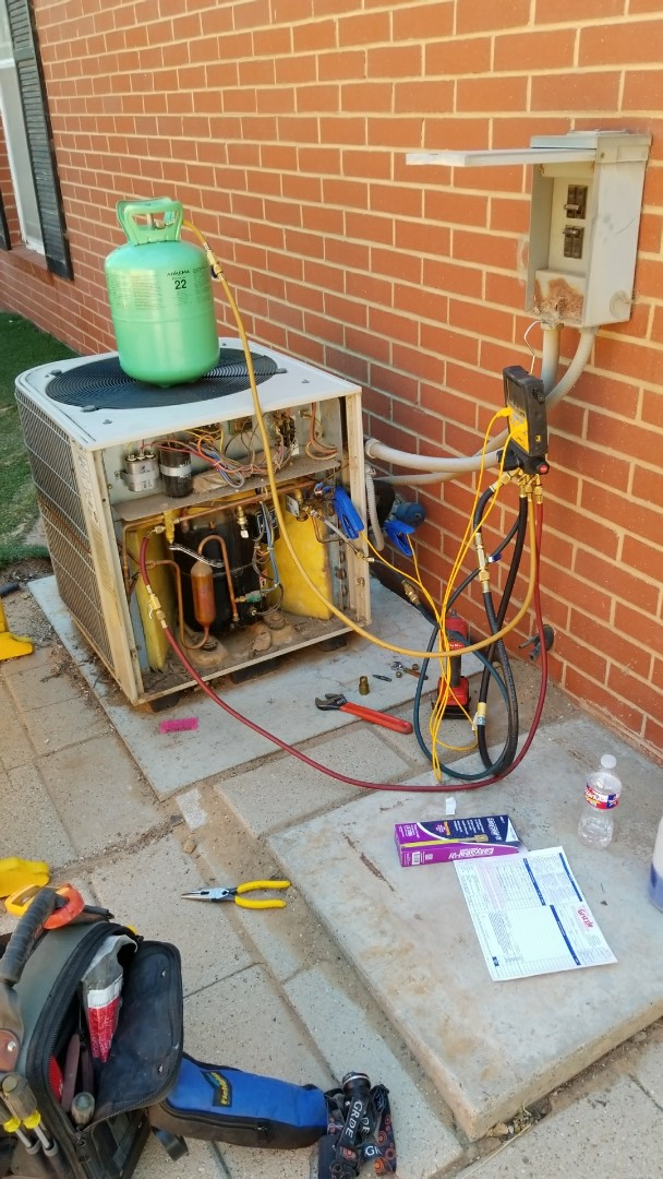 Hereford, TX - Servicing Lennox system and recharging with R-22.