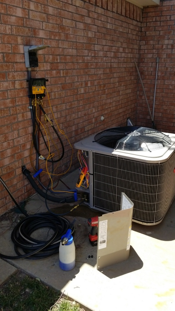 Canyon, TX - Servicing Bryant system!