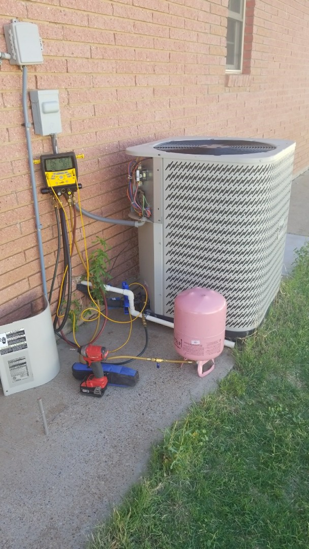 Canyon, TX - Repairing and charging a Nordyne system!