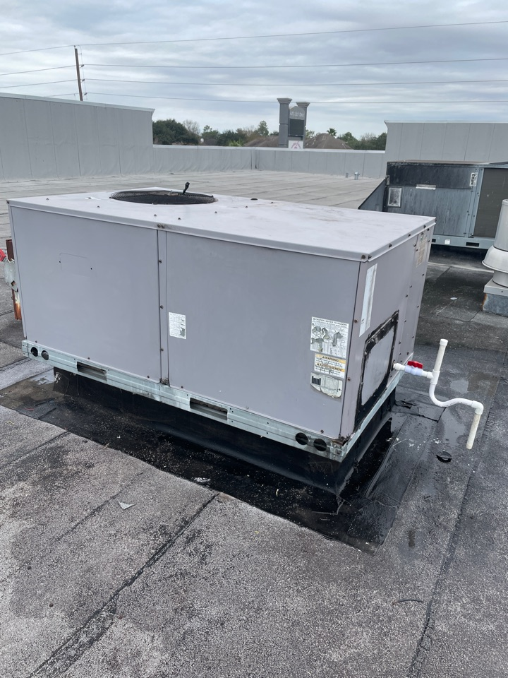 Katy, TX - Repair Carrier Package Unit. Unit wasn't cooling.