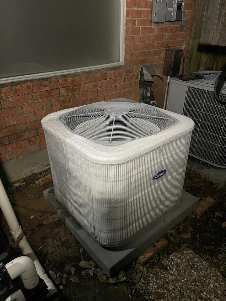 Houston, TX - Heat pump unit freezing up.