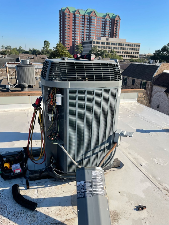 Houston, TX - Replacing old Trane unit with new RUUD high efficiency equipment.