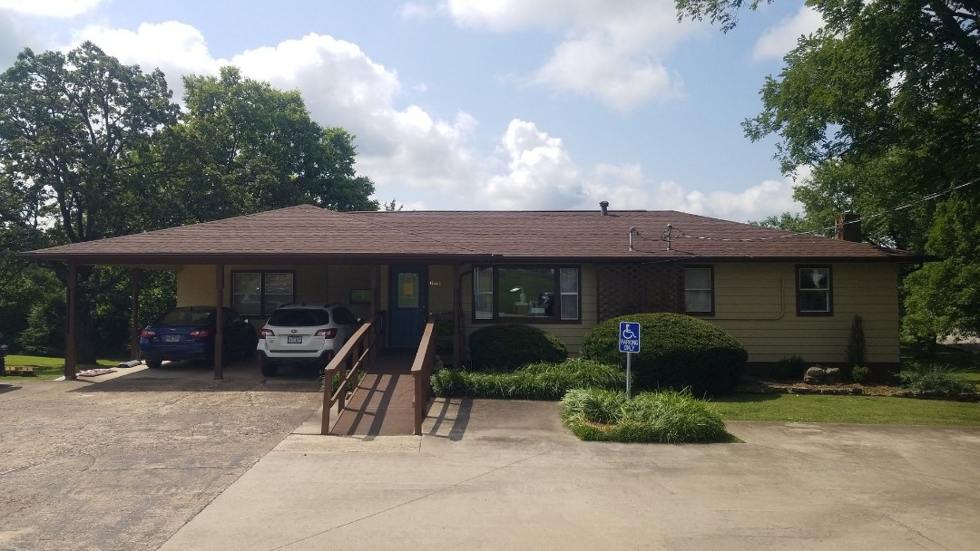 Berryville, AR - New OC Oakridge roof at Mcneal Chiropractic in Berryville, AR