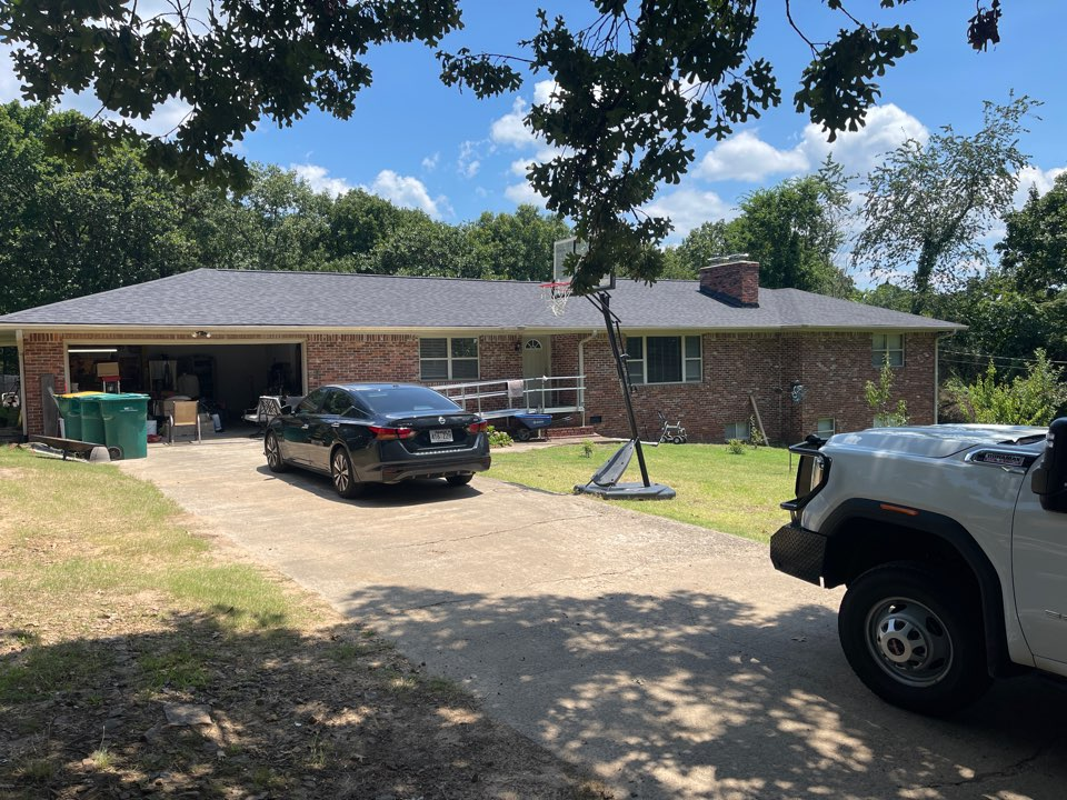 Russellville, AR - QAR just completed this beautiful roof off Skyline Dr in Russellville AR. This roof was replaced with the CertainTeed Integrity Roof System, and Moire Black Landmark Shingle.