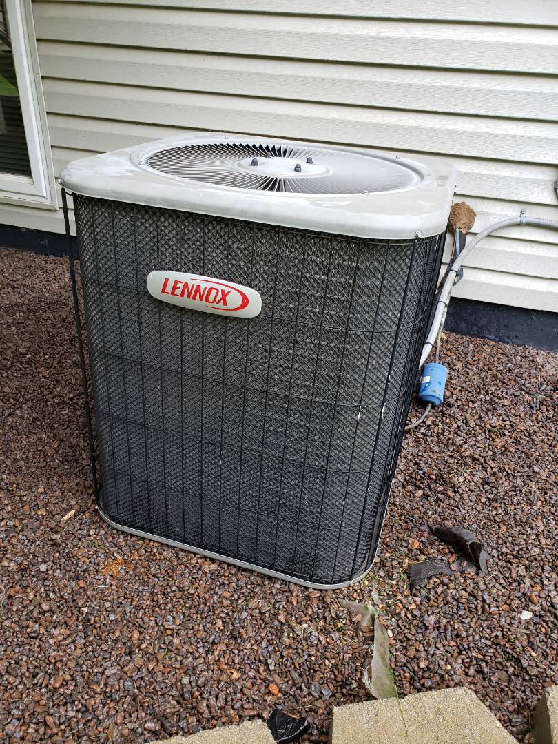 Howell, MI - Performed annual air conditioning maintenance on Lennox A/c
