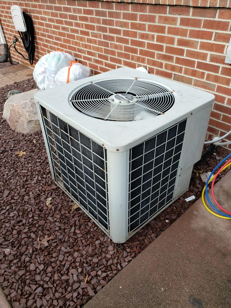 Howell, MI - Repair and clean comfortmaker air conditioning system.
