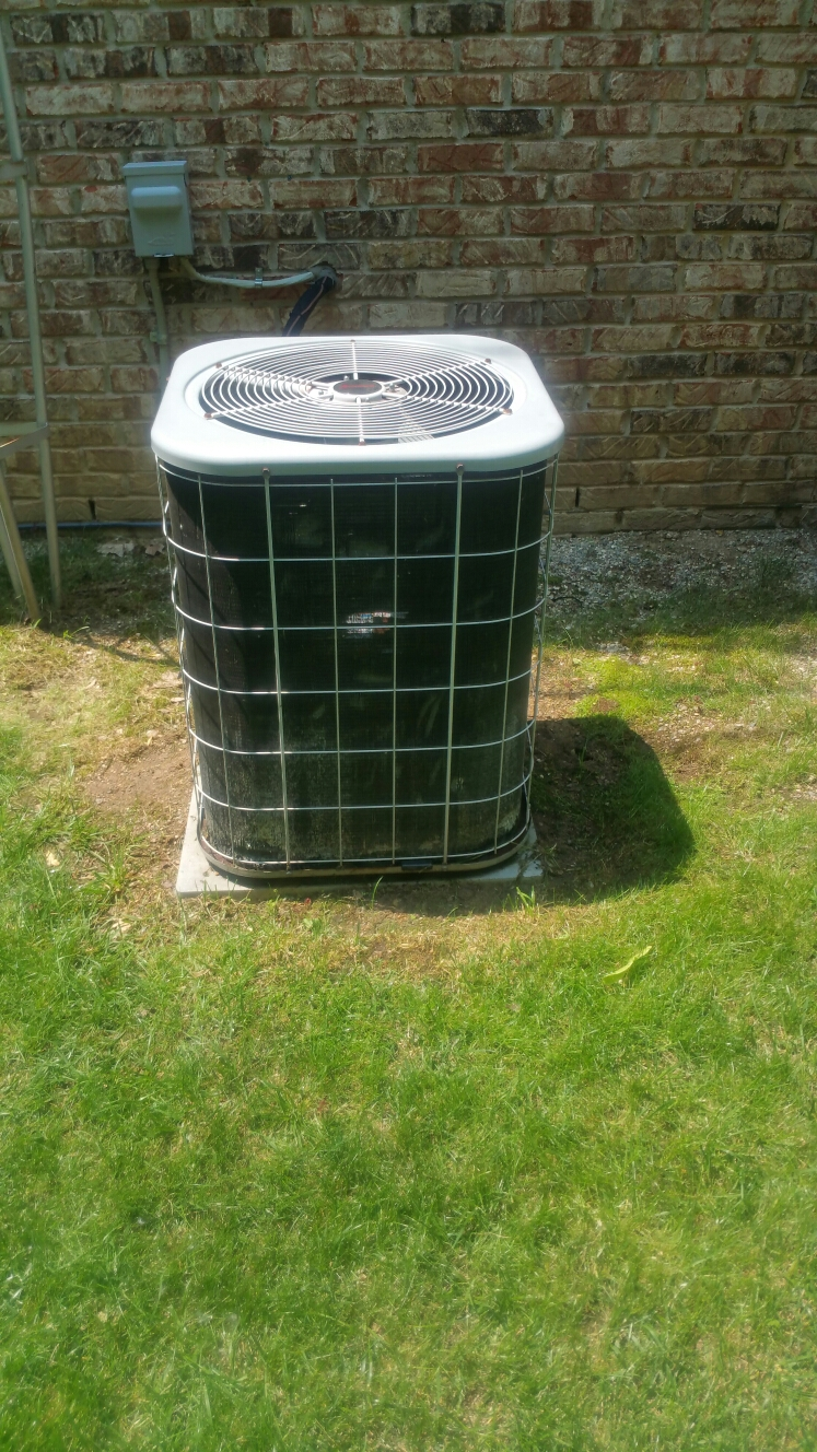 Fowlerville, MI - Amana air conditioner tune-up.