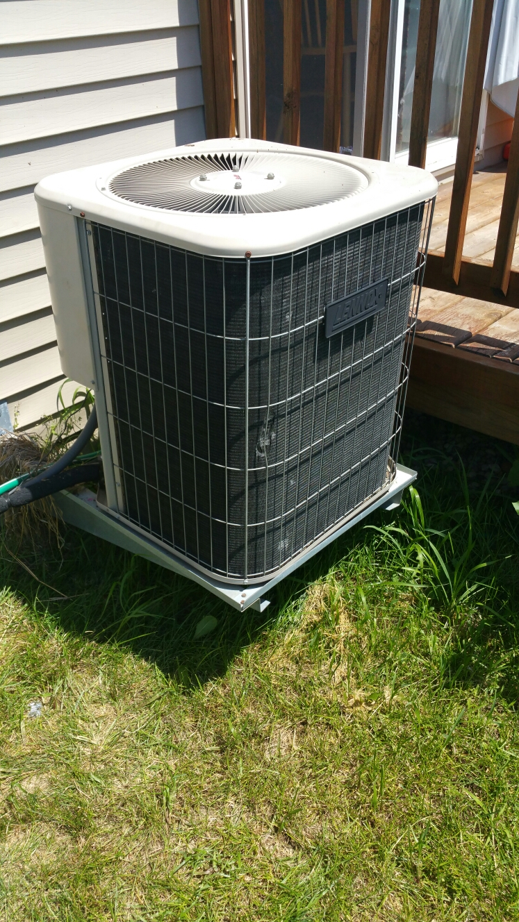 Fowlerville, MI - Replace bad capacitor on a lennox 10ACC