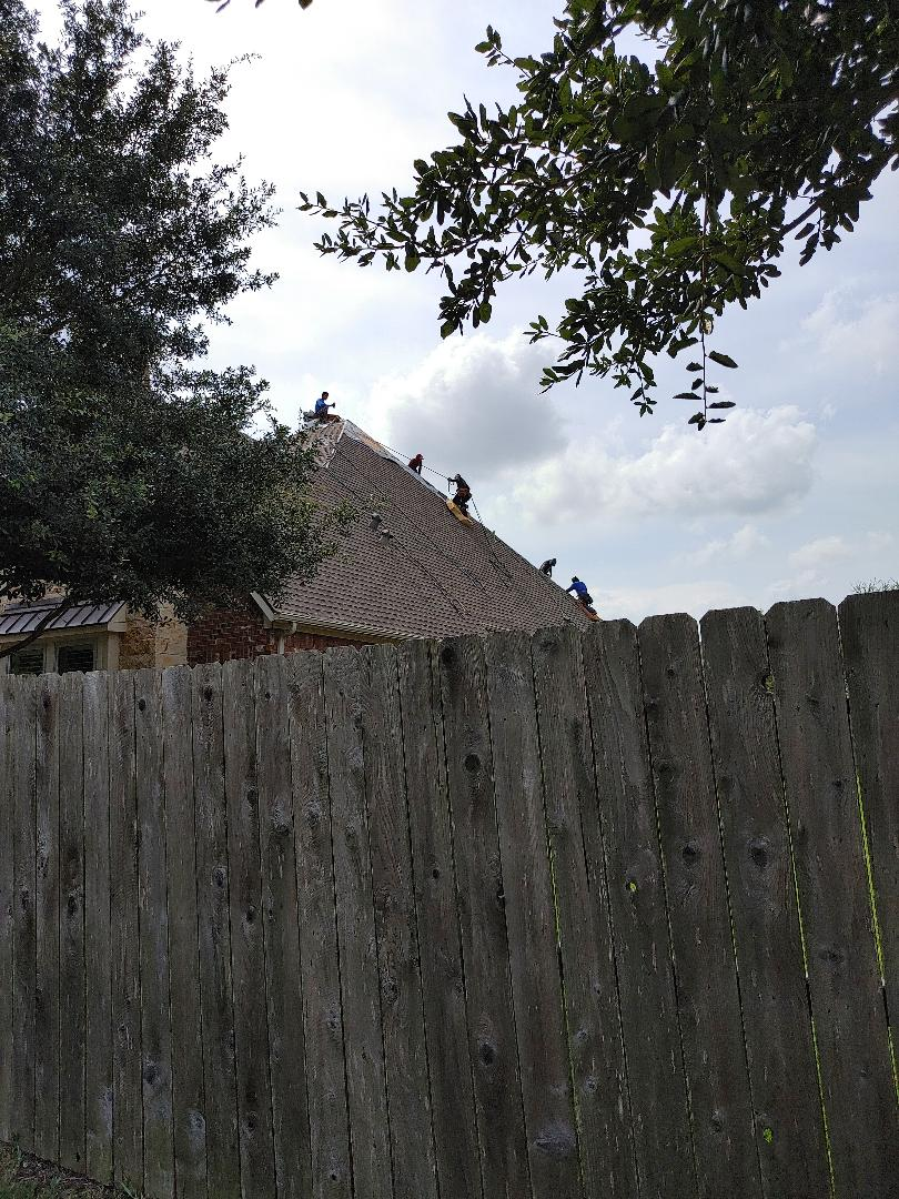 Pearland, TX - Steep roof replacement