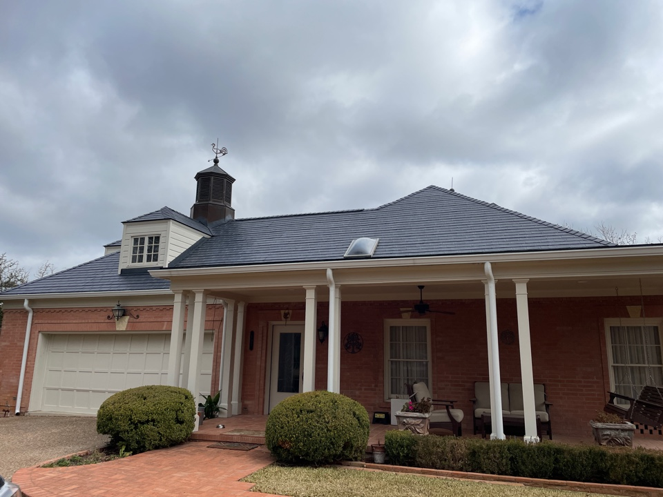 Kerrville, TX - Beautiful Certainteed Matterhorn with the new gutters