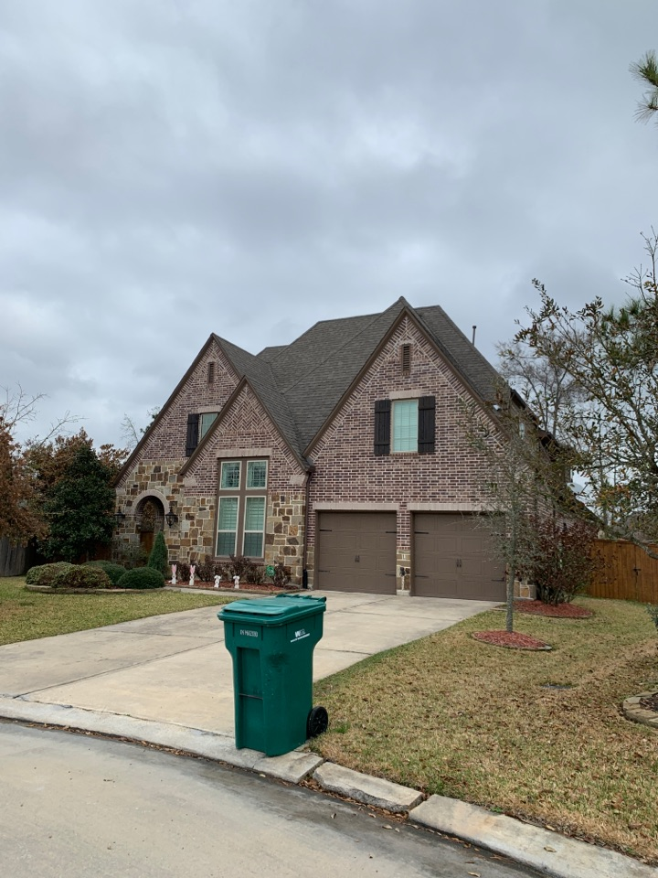 Montgomery, TX - Looking at some roofs in the wood forest area