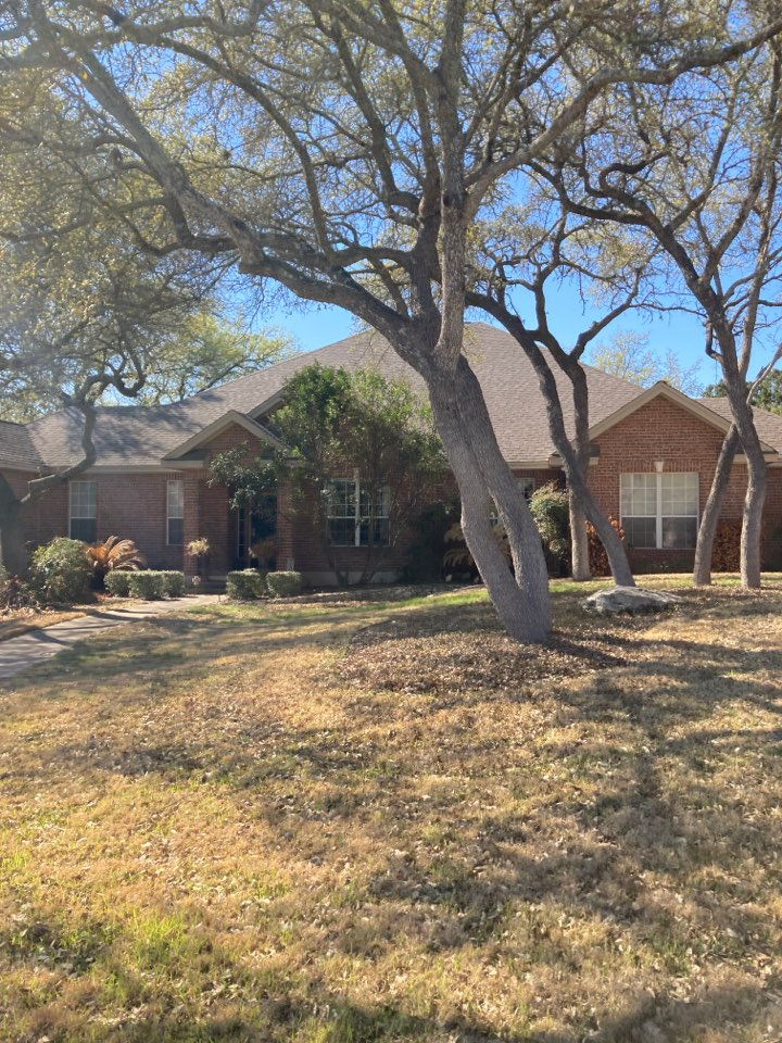 New Braunfels, TX - Roof leak.  Free roof inspection.  Free roof replacement estimate.