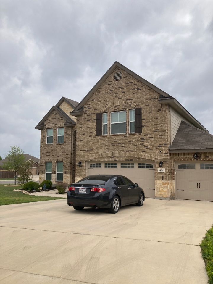 San Antonio, TX - Roof leak.  Free roof inspection.  Free roof replacement estimate.