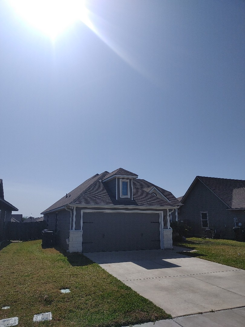 Bryan, TX - Free hailstorm inspection and photo report Roof repair or replacement
