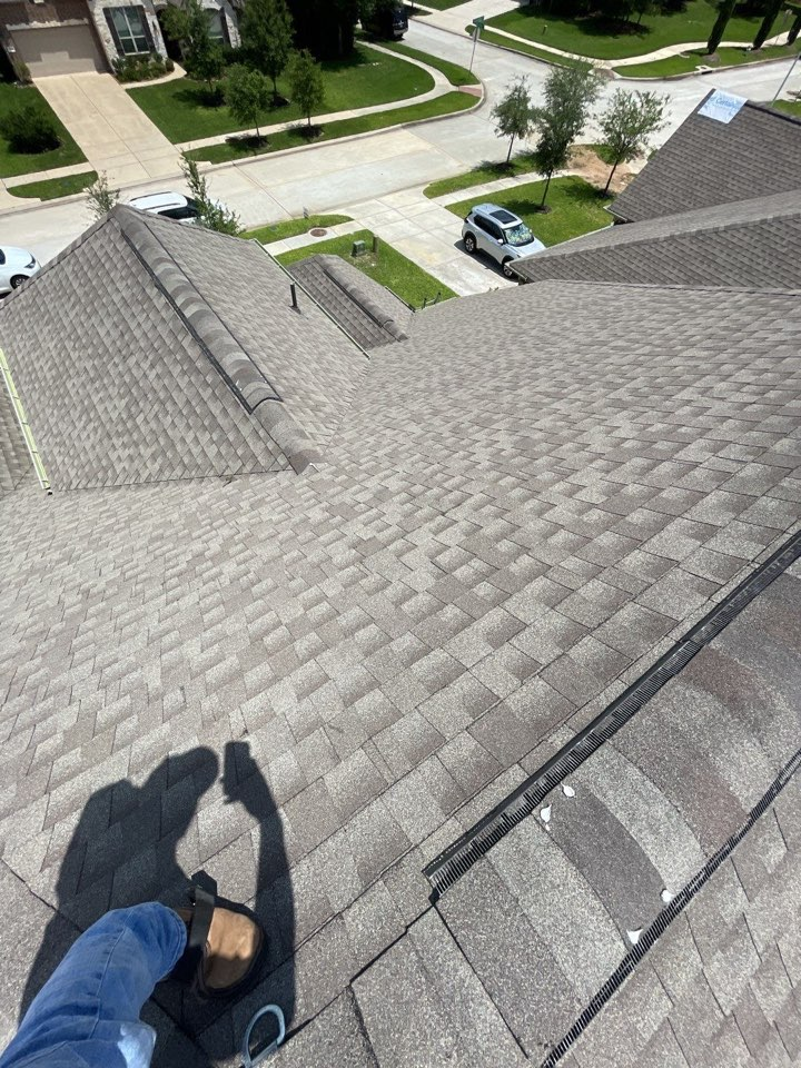 New Caney, TX - Hail inspections in roman forest and new caney!!! Call for a free whole-roof assessment