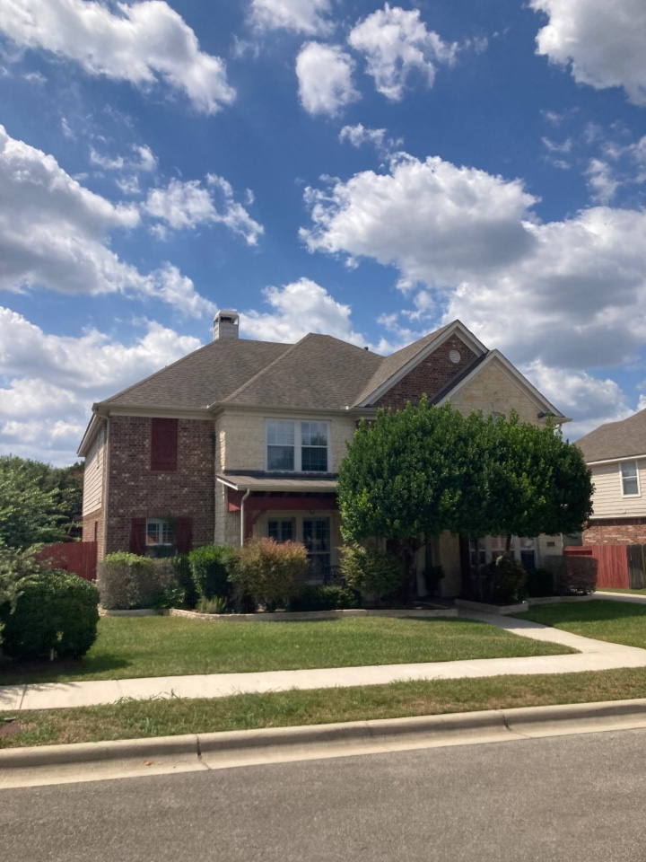 New Braunfels, TX - Roof with storm damage.  Free roof inspection.  Free roof replacement estimate.