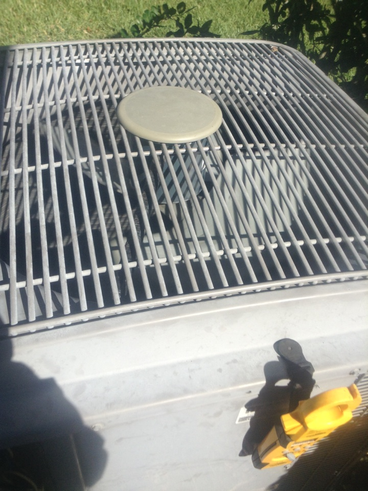 Oldsmar, FL - Perform  repair service  replacement installation of new OEM outdoor condenser fan motor for 3.5ton Comfortmaker straight cool ac split system in Oldsmar . Air Zero provides free new central home air conditioning/heat pump system replacement installation price cost quote estimate , air conditioner repair service and ac maintenance / tune up on all brands of home hvac units in Oldsmar Fl.