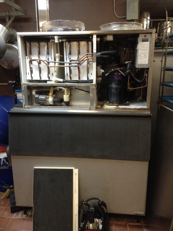 Dunedin, FL - Dunedin ice machine repair - Kitchen ice machine beeping noise. Hoshizaki ice machine repair Dunedin. Ice machine has beeping error code.   Air Zero provides new ice machine( Hoshizaki,Manitowoc,Scotsman,Ice o matic) ,refrigerator and freezer system replacement installation , free estimate prices , repair service and maintenance / tune up on all brands of refrigeration units in Dunedin Fl.