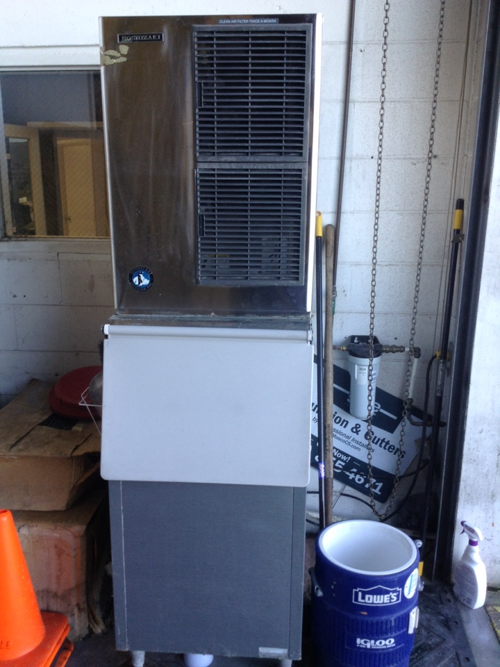 Oldsmar, FL - Install inlet water valve for Hoshizaki ice machine in Oldsmar . Customer reports low ice production . Inlet water valve leaking , installed new .- Initiated ice production and confirmed fill cycle,harvest cycle, freeze cycle, and reverse pump out sequence of operations.    Air Zero provides new ice machine ,refrigerator and freezer system replacement installation ( Hoshizaki , Manitowoc , Scotsman, Ice o matic , True , Beverage air , Turbo air , Delfield ) , free estimate prices , repair service and preventative maintenance / tune up and warranty work repair on all brands of refrigeration units in Oldsmar, FL 34677