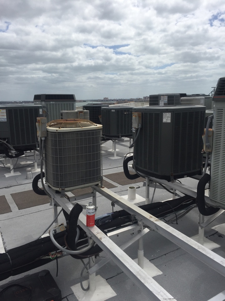 Gulfport, FL - Prepping for Bryant 16 seer 2 ton unit , R 410 Freon ac system install . Unit to be mounted on roof top hurricane stand in Gulfport Fl Condo . System in pic refrigerant line set ready to be chemically flushed to prepare for new system install.  Air Zero provides free new central home air conditioning / heat pump system replacement installation price cost quote estimate , air conditioner repair service and preventative maintenance ac tune up and warranty work repair on all brands Trane , Lennox , Bryant , Goodman , Rheem , Carrier , York and more of home hvac units in Gulfport, FL 33707