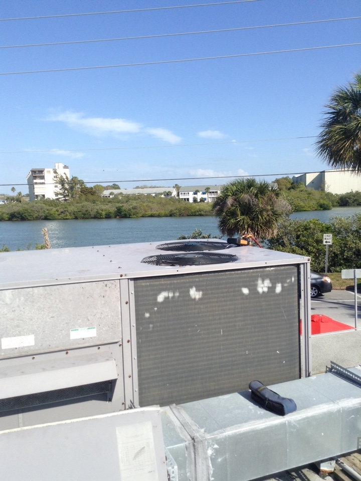 Indian Rocks Beach, FL - Icp commercial rooftop R-410A package ac system repair Indian Rocks Beach . Air Zero provides free new central home air conditioning / heat pump system replacement installation price cost quote estimate , air conditioner repair service and preventative maintenance ac tune up and warranty work repair on all brands Trane , Lennox , Bryant , Goodman , Rheem , Carrier , York and more of home hvac units in Indian Rocks Beach, FL 33785