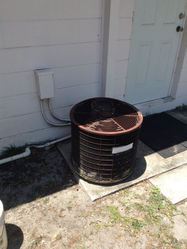 Gulfport, FL - Ac condenser inspect and check. Free ac system estimate. Gulfport Fl. Air Zero provides free new central home air conditioning / heat pump system replacement installation price cost quote estimate Gulfport Fl. Fl., air conditioner repair service and preventative maintenance ac tune up and warranty work repair on all brands Trane , Lennox , Bryant , Goodman , Rheem , Carrier , York and more of home hvac units in Gulfport, FL 33707