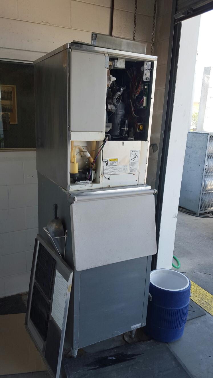 Oldsmar, FL - Hoshizaki ice machine repair.