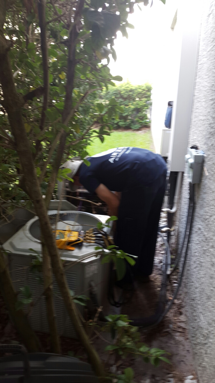 Safety Harbor, FL - Trane ac unit leaking freon. Repairing freon leak.