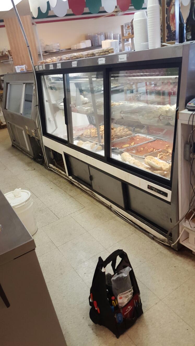 Largo, FL - True deli case reach in cooler not working.