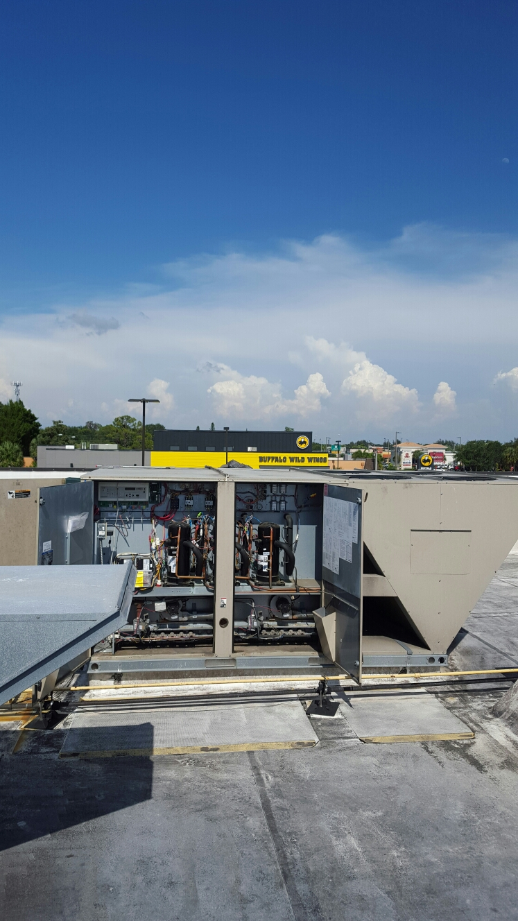 Seminole, FL - Lennox package rooftop ac unit not working.