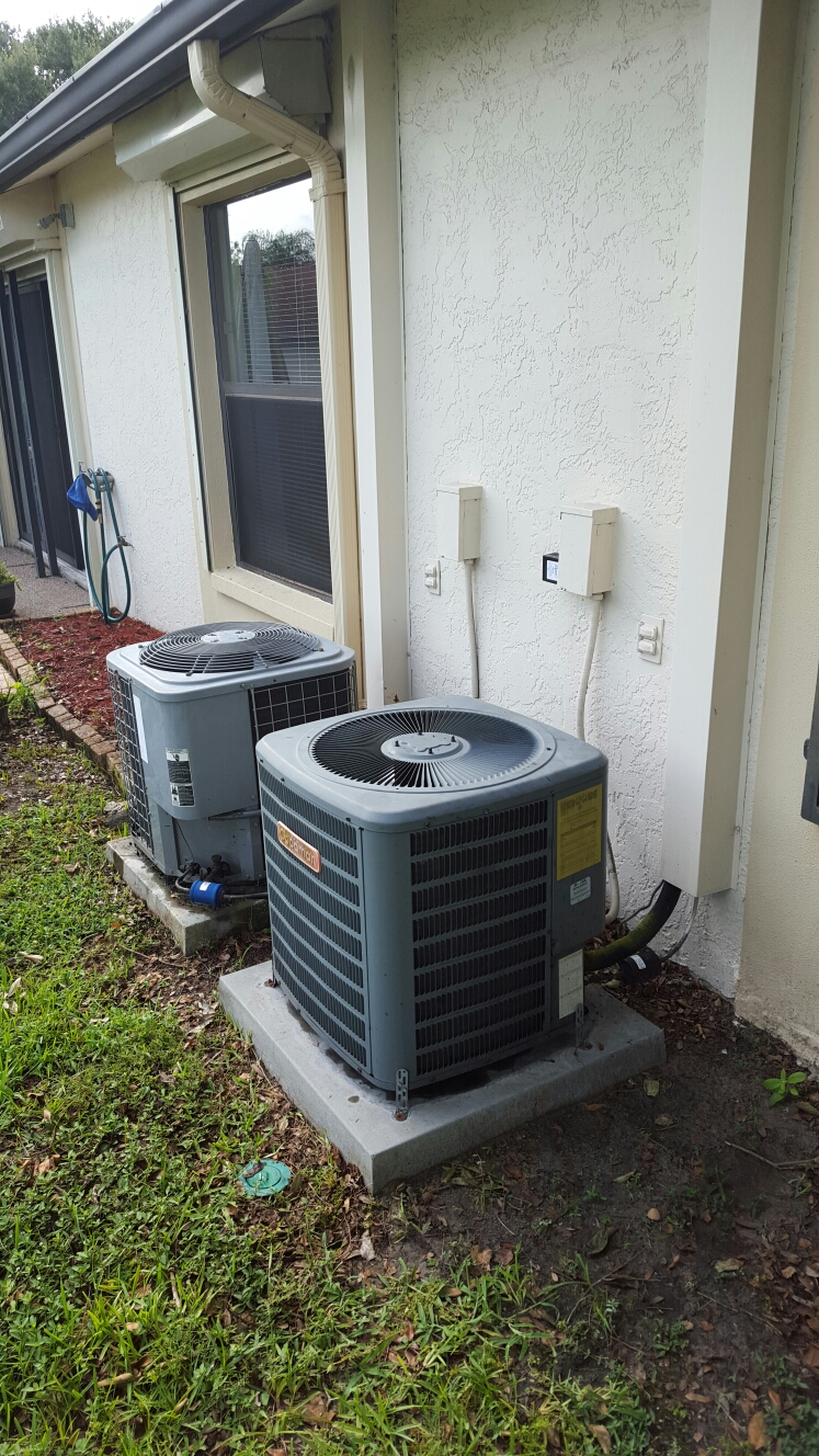 Seminole, FL - Goodman ac system with freon leak. Freon added to system.
