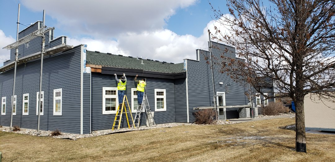 Moorhead, MN - Giving these Moorhead office buildings a facelift with seamless steel!