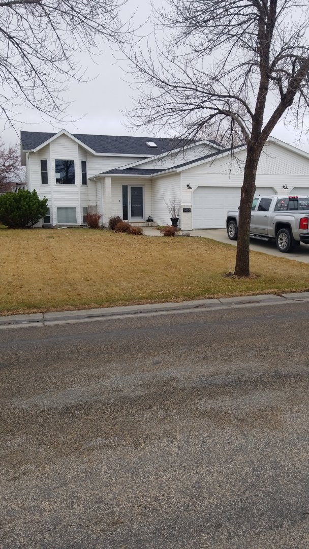 Moorhead, MN - Recently completed re--roofing project.  Certainteed Landmark shingles.