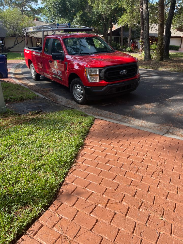 Sarasota, FL - Giving an estimate for gutter gaurds and roof cleanings